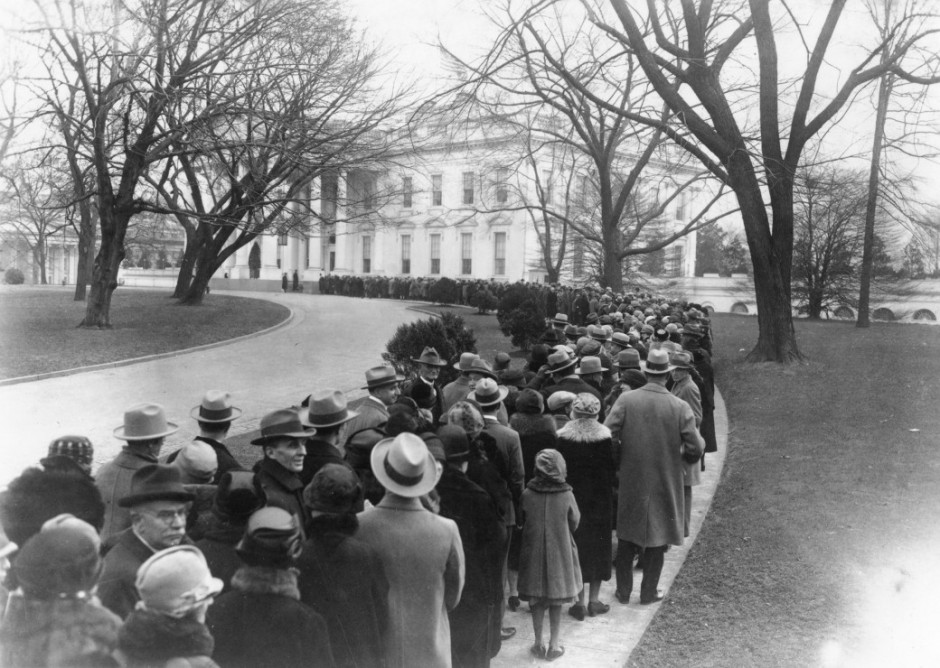 People waiting in line to see the president of the USA on New Year 1927