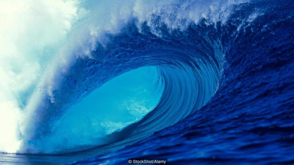 A huge ocean wave perfect for an experienced surfer