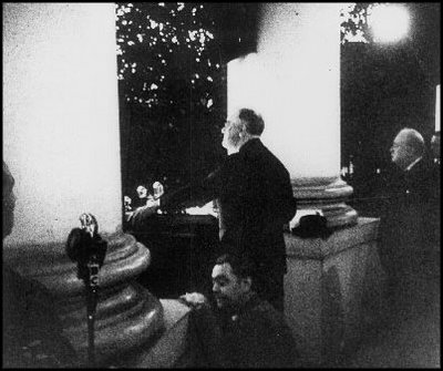 President Franklin D Roosevelt and Prime Minister Winston Churchill light the US National Christmas Tree in 1941